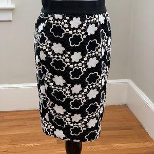 Ann Taylor Black/White Lace Pencil Skirt, Size 00P